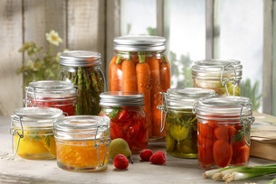 Variety of fruit and vegetables pickled in jarsの写真素材 [FYI03505276]