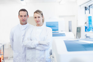 Portrait of researcher in laboratoryの写真素材 [FYI03505661]