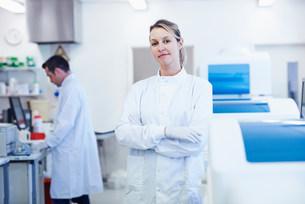 Portrait of researcher in laboratoryの写真素材 [FYI03505664]