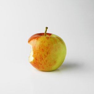 One apple on white background with bite markの写真素材 [FYI03505902]
