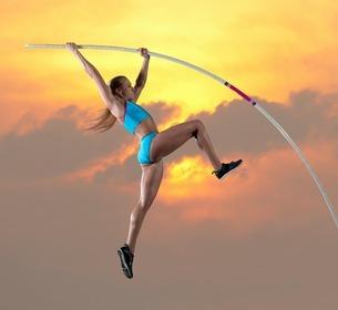 Female athlete doing pole vaultの写真素材 [FYI03506187]