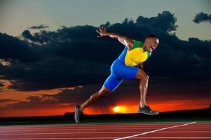 Runner reaching finish lineの写真素材 [FYI03506198]