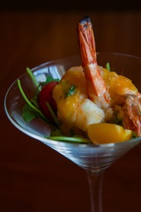 Prawn cocktail with cherry tomatoesの写真素材 [FYI03506715]