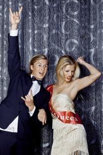 Young couple celebrating beauty queen winの写真素材 [FYI03506984]