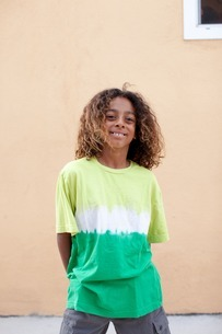 Portrait of boy wearing tie dye t-shirtの写真素材 [FYI03507263]