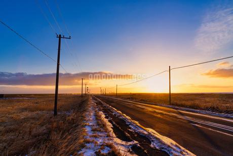 朝の野付半島の写真素材 [FYI03508037]