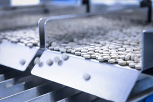 Close up of tablets in packing machine in pharmaceutical factoryの写真素材 [FYI03508093]