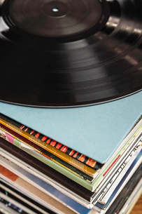 Stack of vinyl recordsの写真素材 [FYI03508201]