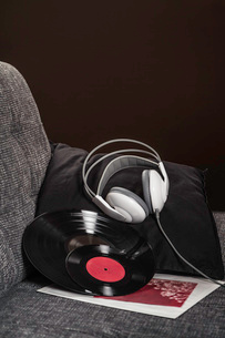 Vinyl records and headphones on armchairの写真素材 [FYI03508204]