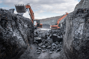 Ancient deep coal workings in surface coal mineの写真素材 [FYI03510313]