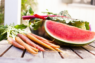 Still life of homegrown watermelon and carrotsの写真素材 [FYI03510365]