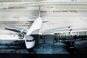 Airplane standing on tarmacの写真素材 [FYI03510832]