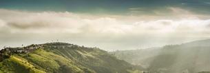 Panoramic view of hills and dramatic sky, Laguna Beach, California, USAの写真素材 [FYI03512143]