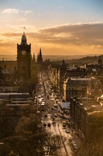 View of Princes Street in Edinburgh from Calton Hillの写真素材 [FYI03512690]