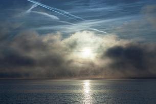 Lake Maggiore, mist and sunlight, Stresa, Italyの写真素材 [FYI03513500]
