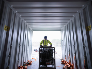 Emergency Response Team worker unloads equipment from shipping containerの写真素材 [FYI03513627]