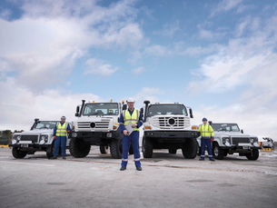 Portrait of Emergency Response Team workers with specialist trucksの写真素材 [FYI03513628]