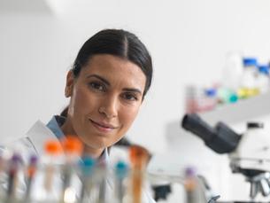Female researcher in laboratory next to microscopes.の写真素材 [FYI03513945]