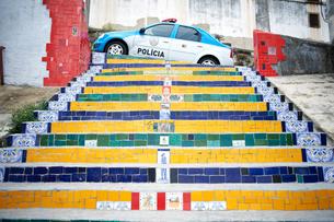 Escadaria Selaron and police car, Rio De Janeiro, Brazilの写真素材 [FYI03514868]