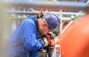 Engineer drilling during power station outageの写真素材 [FYI03515215]