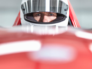 Close up portrait of racing car driver wearing helmet in supercarの写真素材 [FYI03515298]