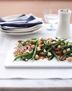 Still life of bean, onion and feta saladの写真素材 [FYI03515711]