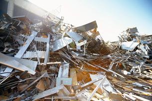 Tangled heap of aluminium in scrap yardの写真素材 [FYI03516064]