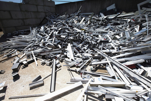 Heap of aluminium parts in scrap yardの写真素材 [FYI03516066]