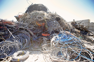 Heap of coiled and tangled cables in scrap metal yardの写真素材 [FYI03516067]