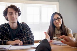 University students in classrooomの写真素材 [FYI03516555]