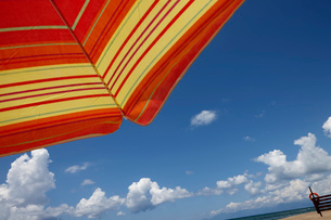 Parasol against blue sky, low angleの写真素材 [FYI03517365]
