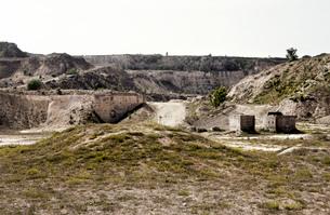 Abandoned quarry with concrete blocksの写真素材 [FYI03517929]