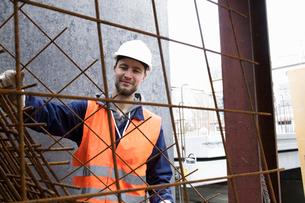 Portrait of factory worker  selecting steel mesh at concrete reinforcement factoryの写真素材 [FYI03518678]
