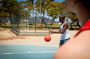 Two male basketball players on basketball courtの写真素材 [FYI03518823]