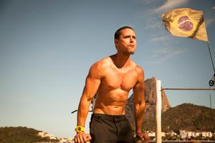 Mid adult man training on parallel bars, Rio De Janeiro, Brazilの写真素材 [FYI03518959]