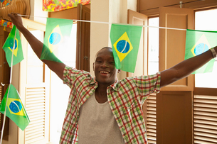 Students celebrating with Brazilian flagsの写真素材 [FYI03519022]