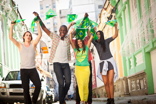 Students celebrating with Brazilian flags in the street, Rio de Janeiro, Brazilの写真素材 [FYI03519099]