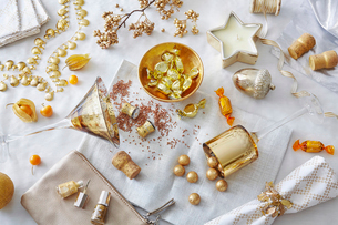 White and gold colored still life with confectionery and variety of objectsの写真素材 [FYI03519473]