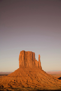 View over the West Mitten, Monument Valley Navajo Tribal Park, Arizona, USAの写真素材 [FYI03519517]
