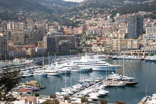 View of luxury yachts moored in harbor, Montecarlo, Monacoの写真素材 [FYI03519519]