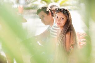 Portrait of young female tourist, Copacabana, Rio De Janeiro, Brazilの写真素材 [FYI03519992]