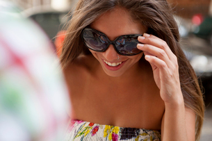 Young woman wearing sunglasses on street, Copacabana town, Rio De Janeiro, Brazilの写真素材 [FYI03520557]