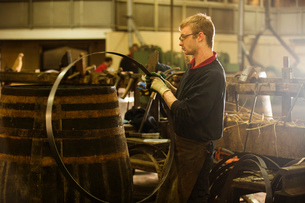 Male cooper making whisky casks in cooperageの写真素材 [FYI03520820]