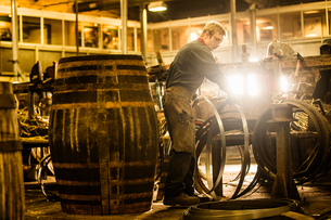 Male cooper making whisky casks in cooperageの写真素材 [FYI03520825]