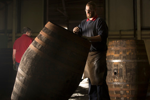 Male cooper working in cooperage with whisky caskの写真素材 [FYI03520826]