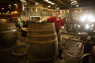 Mid adult man making whisky cask at cooperageの写真素材 [FYI03520848]