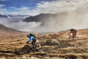 Mature men mountain biking, Valais, Switzerlandの写真素材 [FYI03521346]