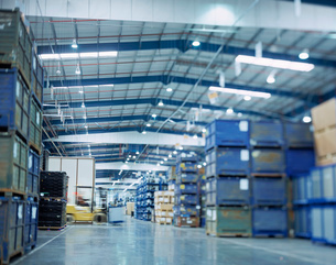Large warehouse in car factory, low angle viewの写真素材 [FYI03521688]