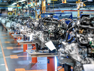 Engine production line in car factoryの写真素材 [FYI03521704]