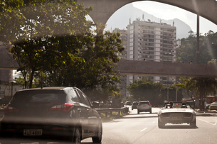 Cars travelling on road, rear viewの写真素材 [FYI03522033]